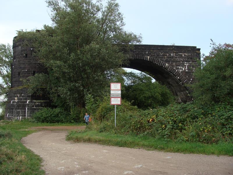 Die Hindenburgbrücke, bzw. das, was davon übrig ist.