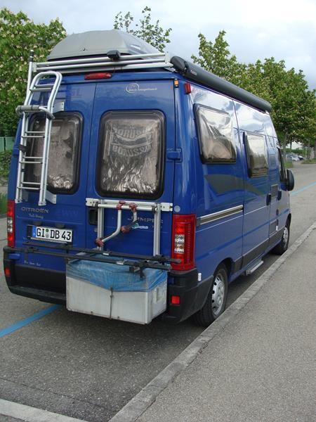 Wir suchen einen Platz zum übernachten in der Nähe. Nahezu unmöglich in der Schweiz. Überall Parkuhren