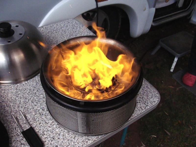 ...den ultra Quick BBQ Stone drüber legen bis er Feuer fängt