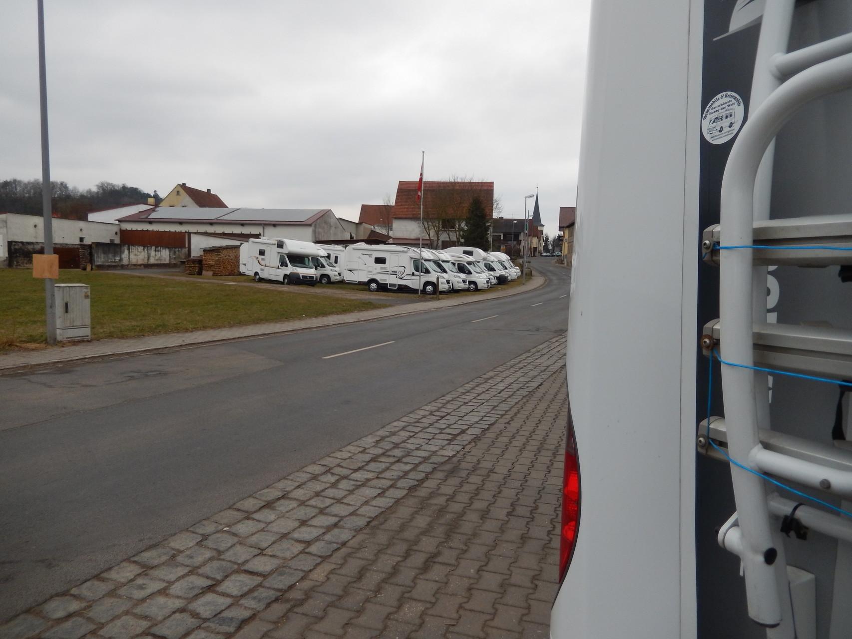 Hier bei Steigerwaldmobile Hirt kann man WoMo's kaufen und mieten.