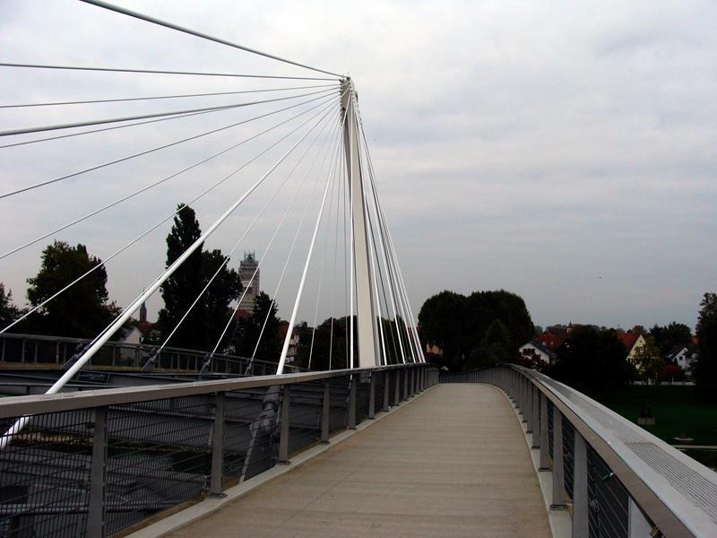 Auf die Brücke, rüber nach Frankreich.