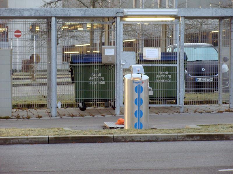Nur mit Zahlencode kommt man an die Mülltonnen. Der steht auf dem Ticket.