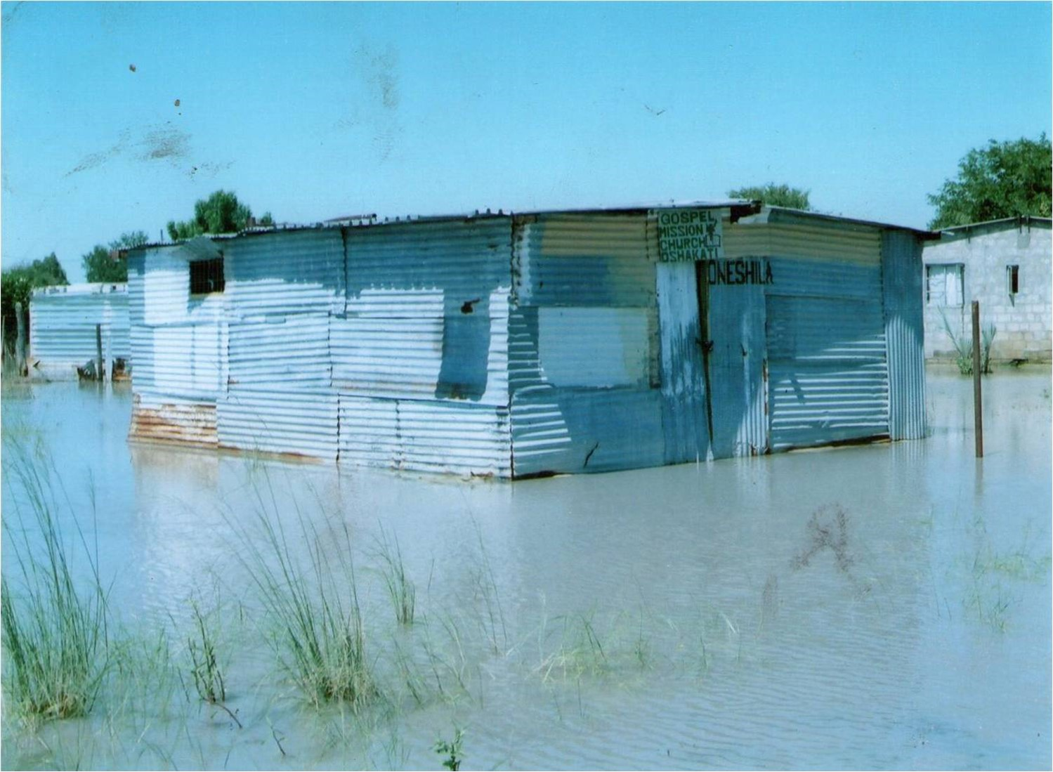 Em dias de cheias, a igreja Mission Church Oshakati fica cheia com água.