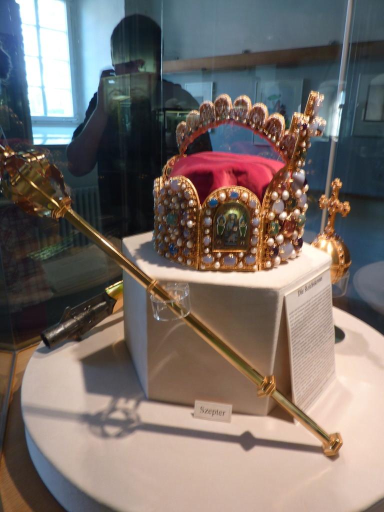 Krone und Szepter