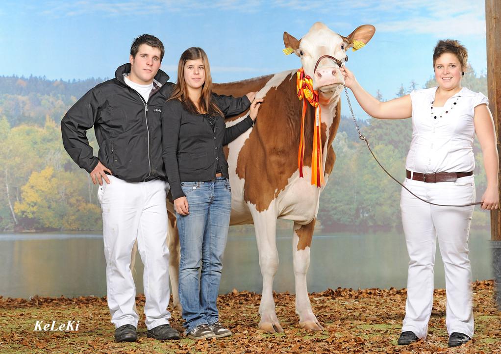 v.l.n.r. Tobias, Noémie & Karin mit Schuwey Classic Roxy