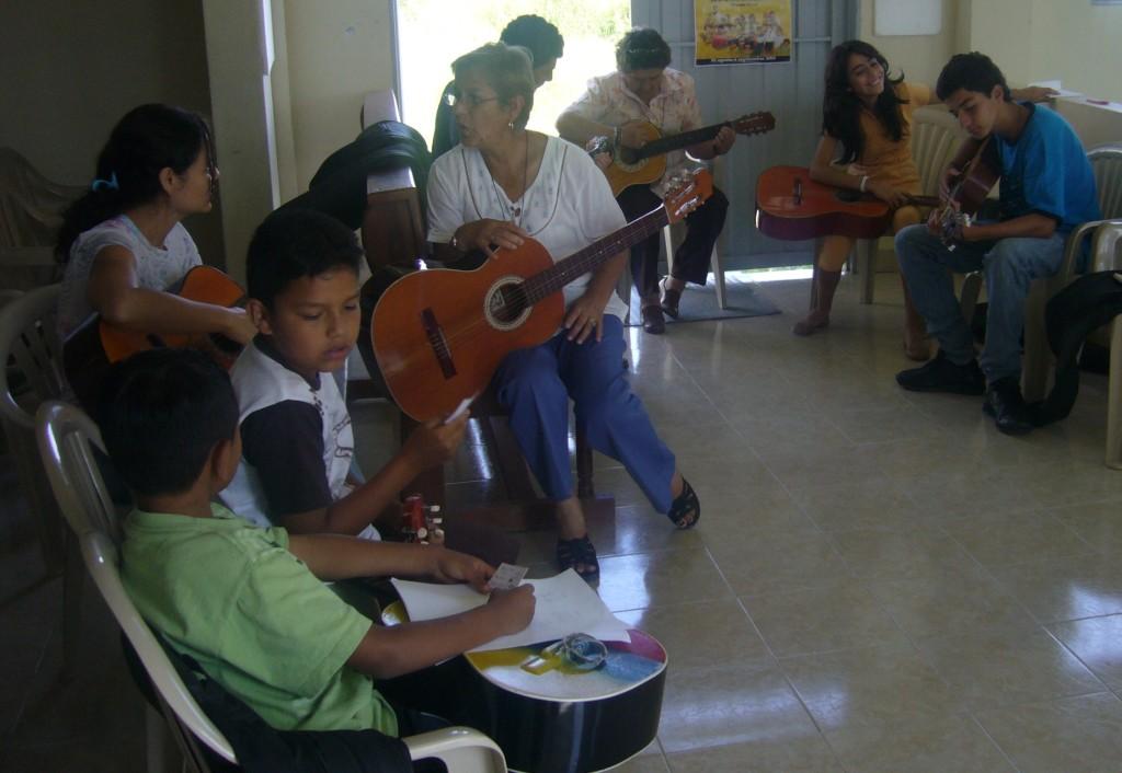 Laboratorios de guitarra intergeneracionales.