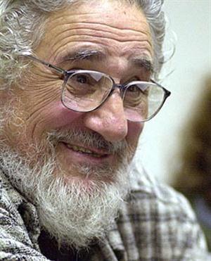 Pablo Rispo. Médico psiquiátra. Nació en Nápoles y en 1947 partió a Buenos Aires. Esposa, la psicóloga Susana Signorelli