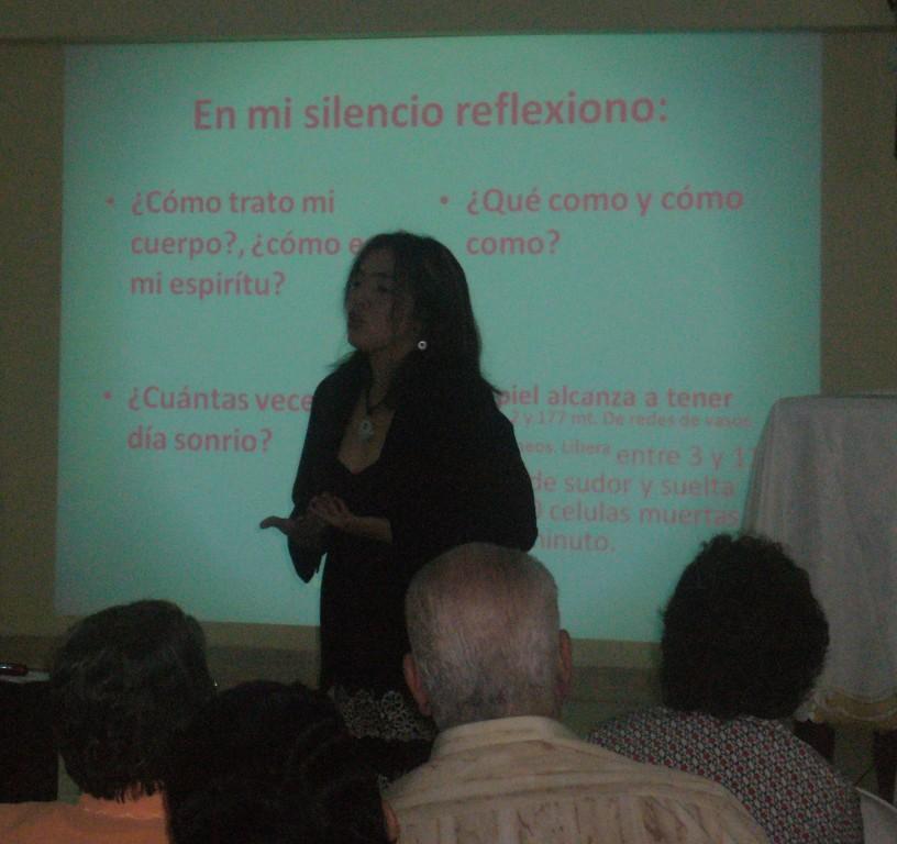 Laboratorios de formación. Conferencias y talleres para comunidades y padres de familia.