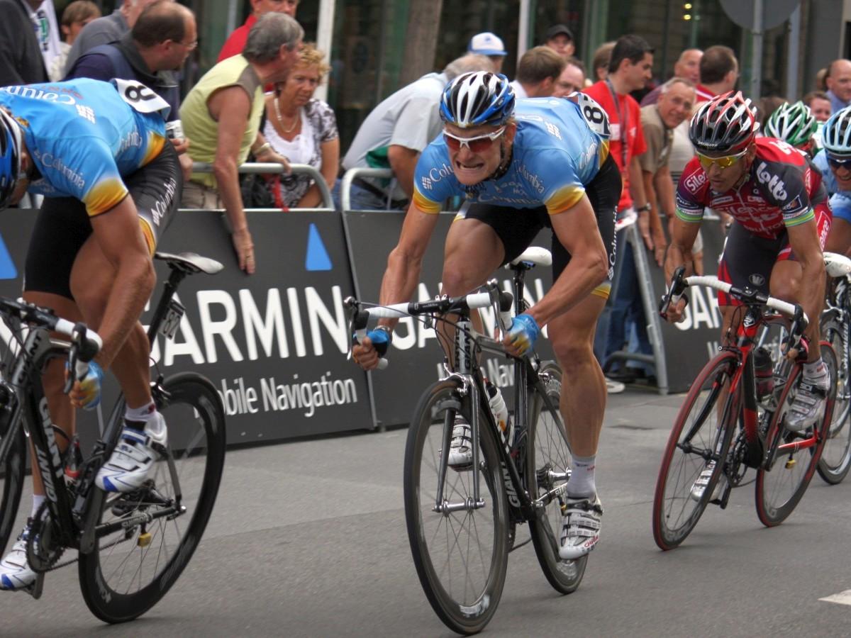 Mitentscheidend für den Sieg: die Muskelleistung beim Zielsprint im Straßenradsport (Foto: Daniel Kilb)
