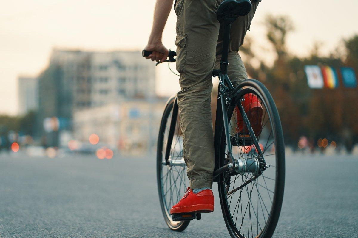 Ein optimieren der Ergonomie macht Radfahren komfortabler, sicherer und effizienter (Foto: Arthur Hidden - freepik.com)