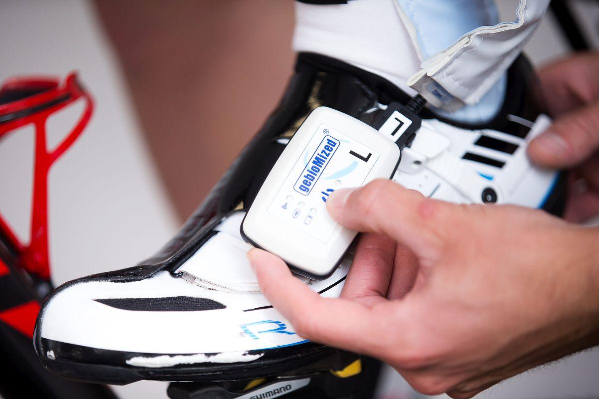Ganzheitliches Bikefitting von Kopf bis Fuß. Untersuchung der wichtigen Kontaktstelle: Fuß-Radschuh-Pedal