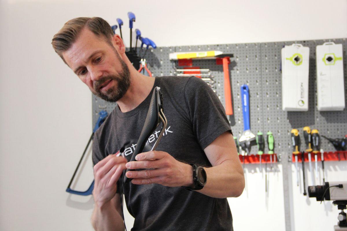 Bikefitter Sebastian Mühlenhoff erklärt, was einen optimal passenden Sattel ausmacht