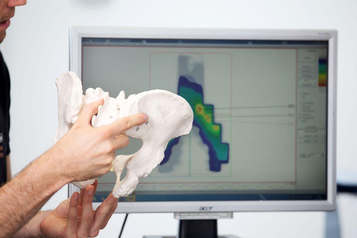 Ein Sattel muss zur Anatomie des Beckens passen und optimal eingestellt sein, um Beschwerden zu verhindern
