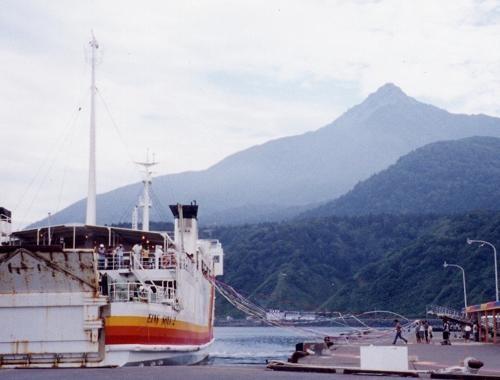 利尻島鴛泊フェリー埠頭(2001年8月)