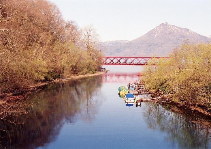 支笏湖畔から見る恵庭岳(2002年5月)