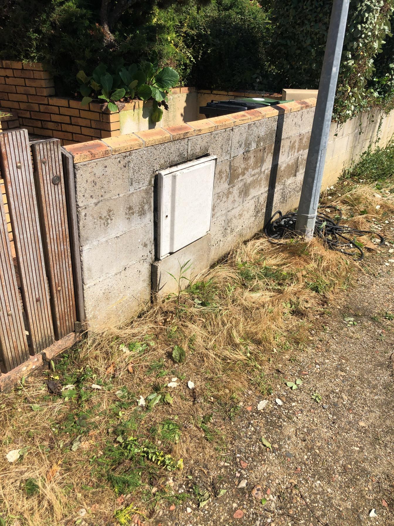 apres : karcher sur muret d'entree