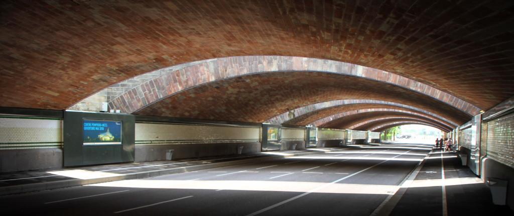Unterführung zwischen Bahnhof und Centre Pompidou