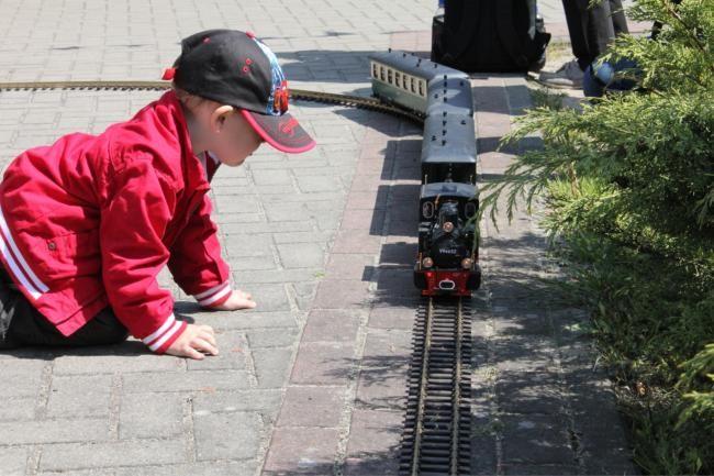Eisenbahn fasziniert eben, egal, wie groß...