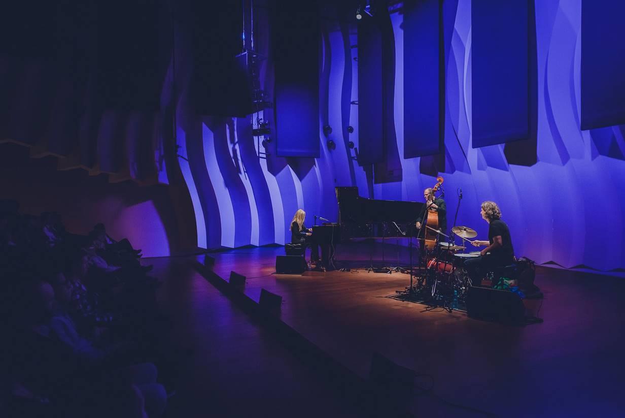 Anke Helfrich Trio: Anke Helfrich (p), Dietmar Fuhr (b), Jens Düppe (dr)