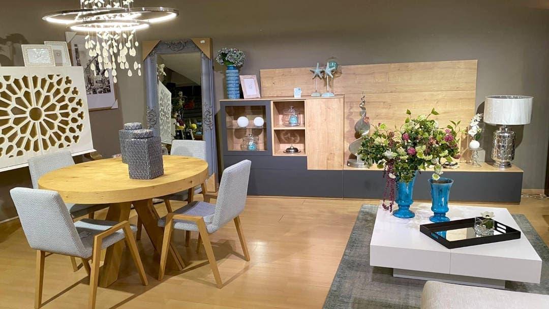 mueble de televisión para salón, mesa redonda extensible de madera natural, sillas, mueble comedor para salón, mueblebar, espejo.