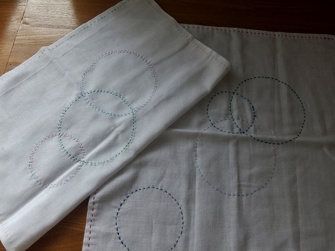 さらしを使った花ふきんの見本です。サー皆さんも縫ってみましょう。