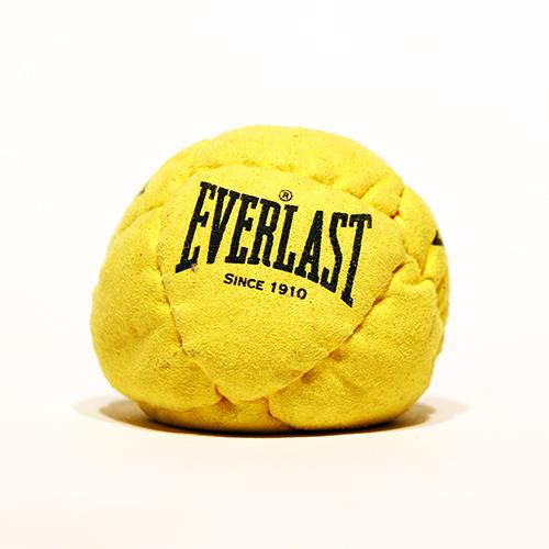 Objet promo pour marque Everlast à l'occasion du salon international du vêtement et des accessoires Who's next à Paris