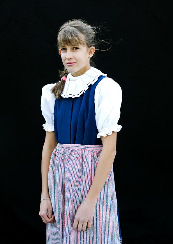 Mädchen in Tracht, Obersaxen, aus der Serie Brauchtum & Mensch, Schweiz 2016/2017, Swiss Photo Award 2017