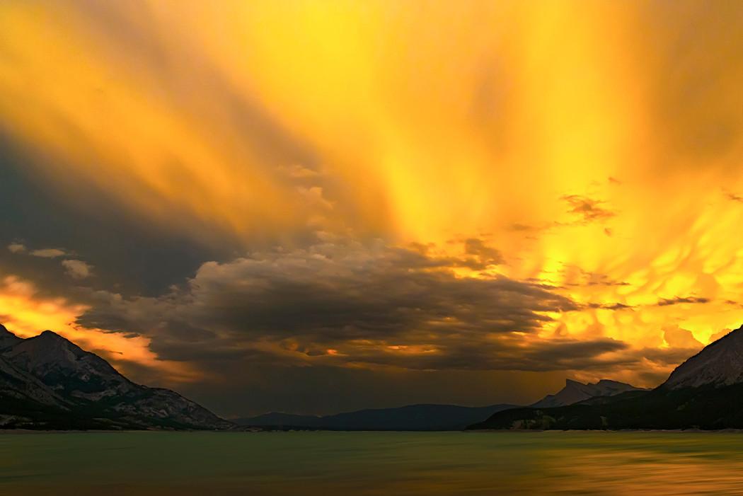 Weltuntergangsstimmung am Abraham Lake.