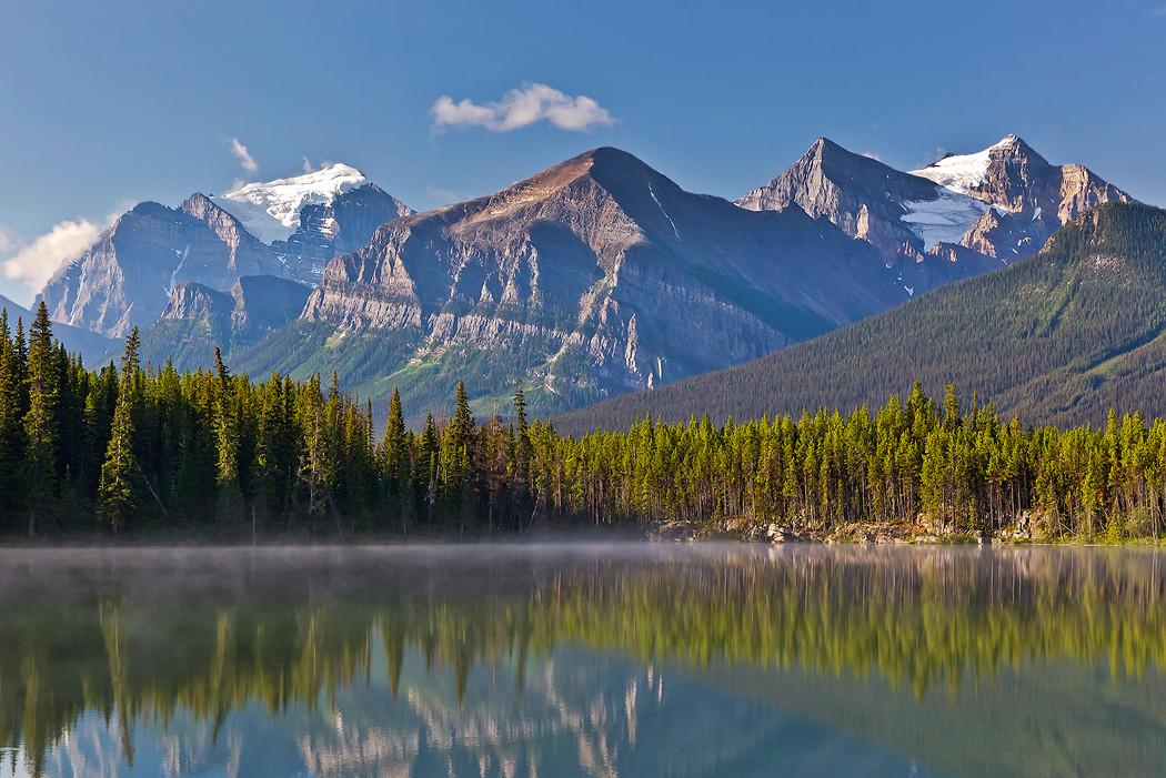 Morgennebel über dem Herbert Lake