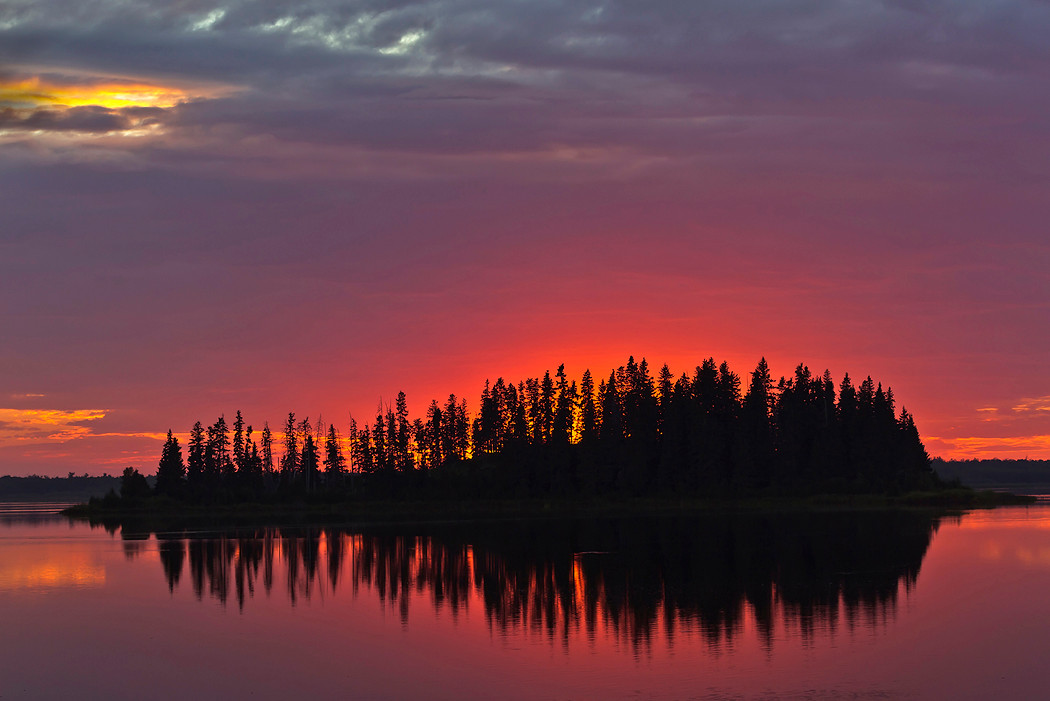 Sonnenuntergangsstimmung Astotin Lake