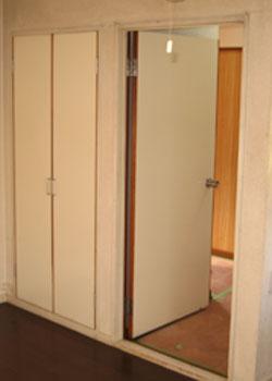 ドアのリフォーム前