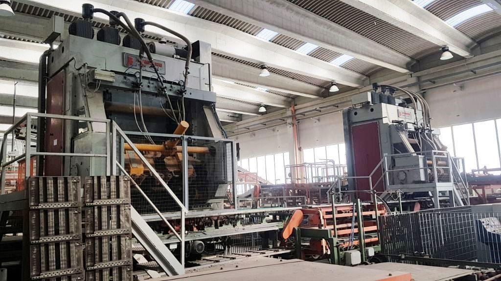 Impianti per la produzione di tegole e coppi in argilla