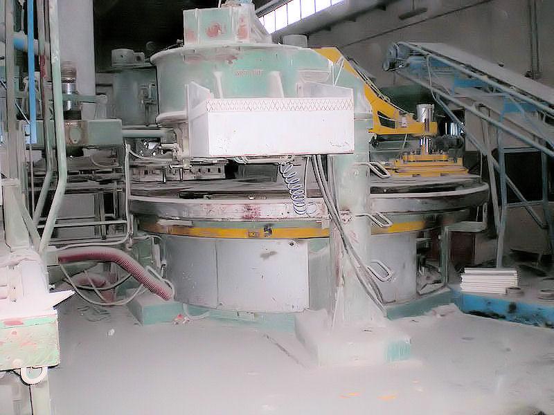 Impianti fissi per la produzione di piastrelle in cemento