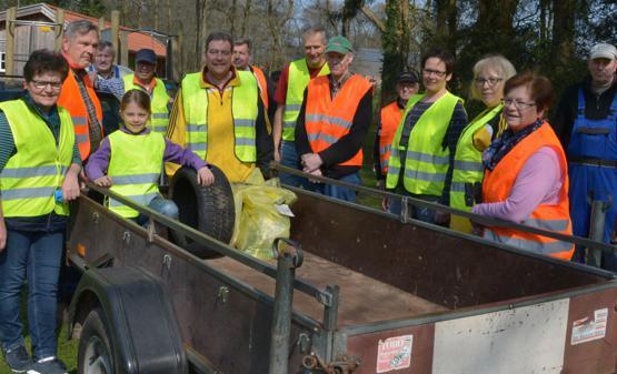 Gruppenbild vor der Aktion mit dem Orts- & Heimatverein Vielstedt
