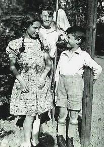 Margot mit Ernst und Helmut                             (Foto: Privatbesitz Ute Siegeler)