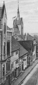 Stammsitz Moses Heinberg (zweites Gebäude von links) Postkartenausschnitt - undatiert