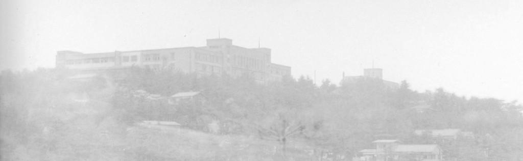 星が丘には旧校舎が、左奥には商大が。