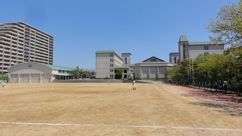 第1グラウンドから見た校舎遠景