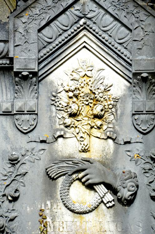 Toute la décoration de cette tombe est due au ciseau de Valentin Molliens