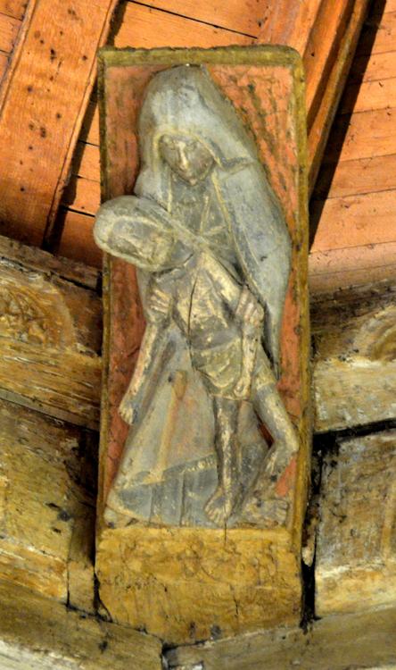 Eglise Saint-Josse de Béhen: une Vierge de Pitié sculptée sur un blochet