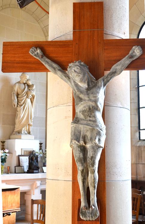 Christ en pierre dans l'église d'Andechy