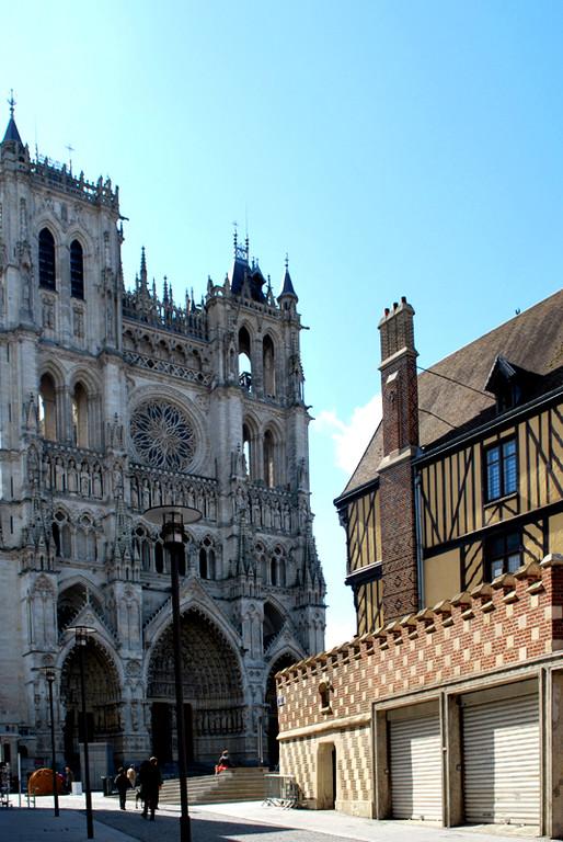 La Maison du Pèlerin et la Cathédrale