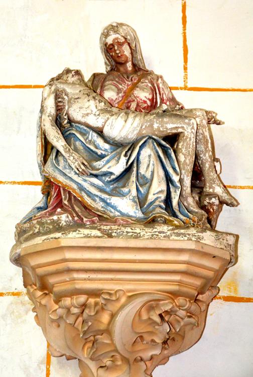 Vierge de Pitié dans l'église de Pernois
