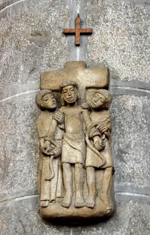 11-Jésus est fixé sur la croix