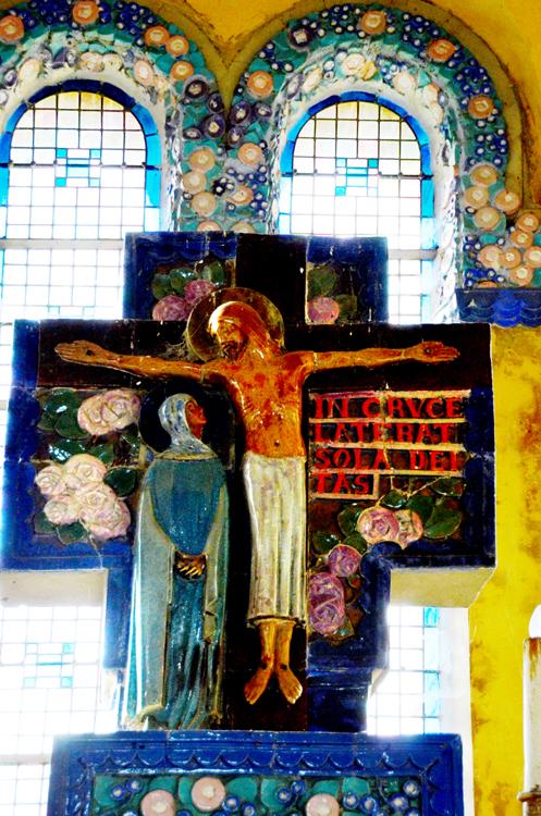 Crucifixion très colorée de Maurice Dhomme