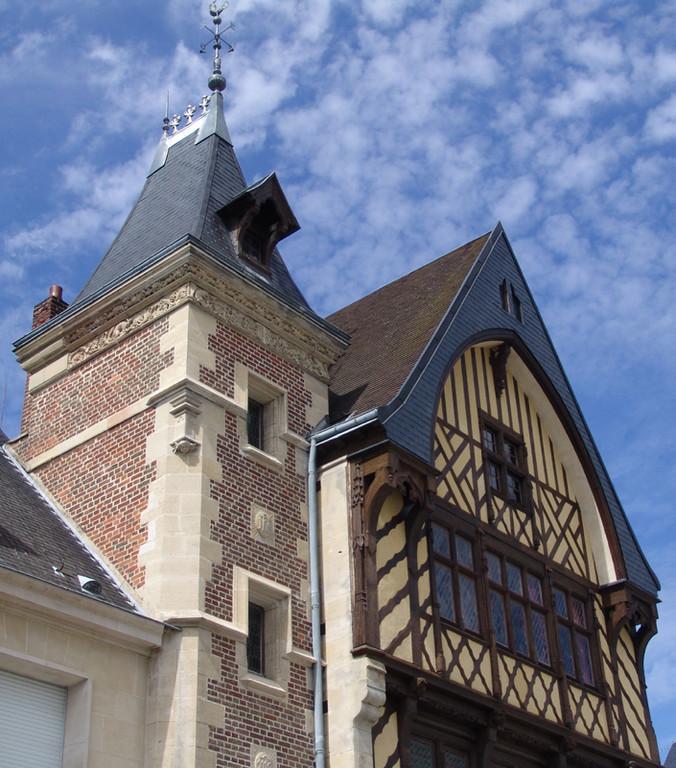 Tour et pignon de la Maison du Pèlerin