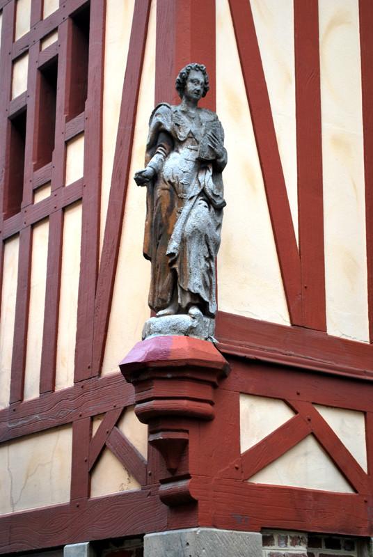 Statue de Saint-Jean l'Evangéliste - 8 rue Emile Zola- Amiens