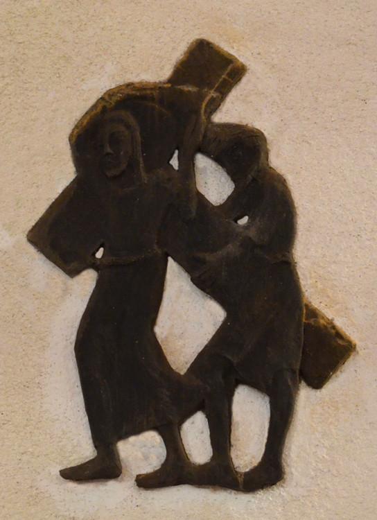 5- Simon de Cyrène aide Jésus à porter sa croix
