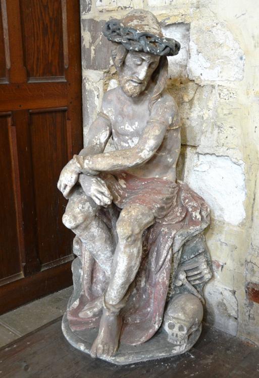 Christ aux liens à l'entrée de l'église Saint-Pierre de Guerbigny