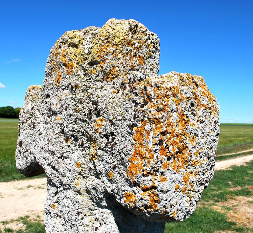 La croix en tuf de Fontaine-sur-Somme- Croisillon
